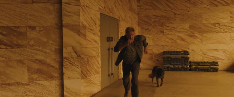 blade-runner-2049-ford-dog
